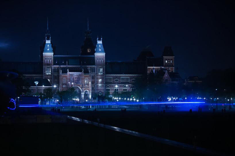 daan-roosegaarde-museumplein-waterlicht-designboom-01