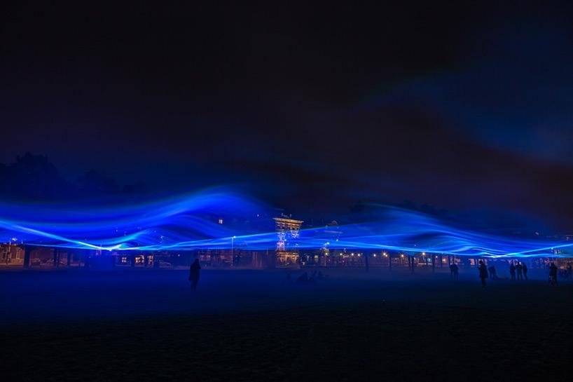 daan-roosegaarde-museumplein-waterlicht-designboom-08