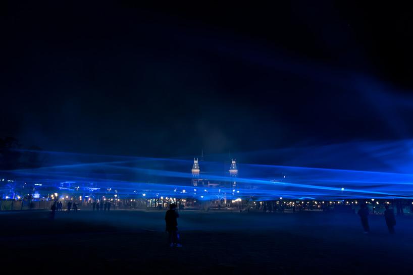 daan-roosegaarde-museumplein-waterlicht-designboom-09